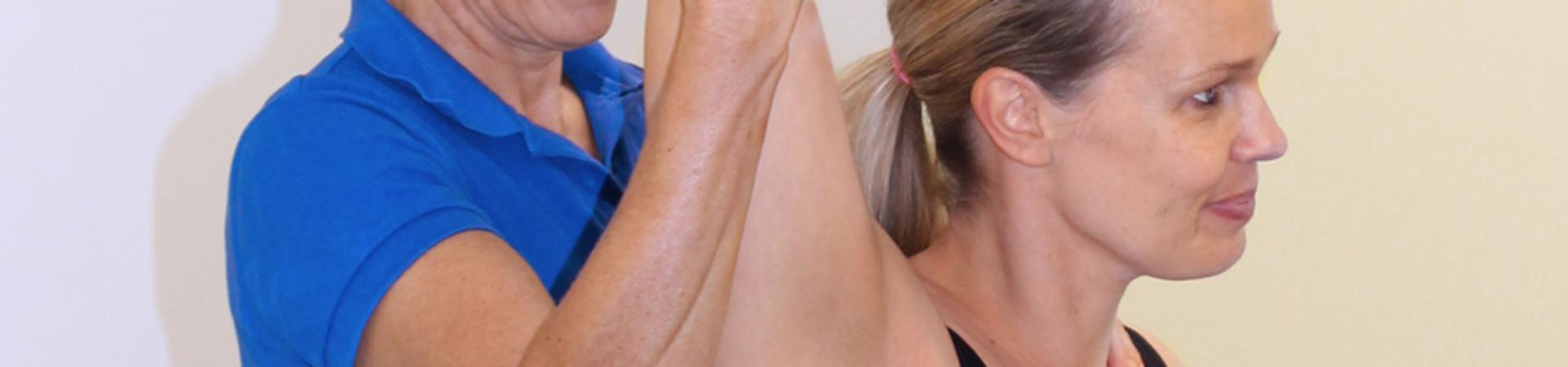 spierscheur bovenarm behandeling